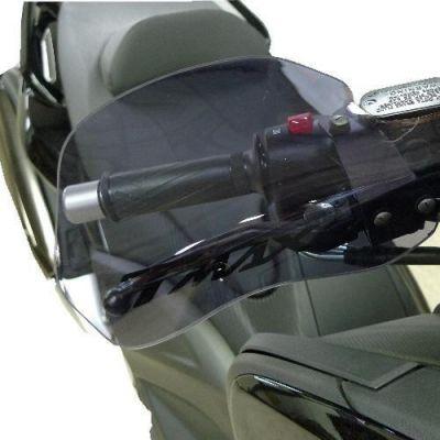prot ge main maxi scooter sur la b canerie. Black Bedroom Furniture Sets. Home Design Ideas