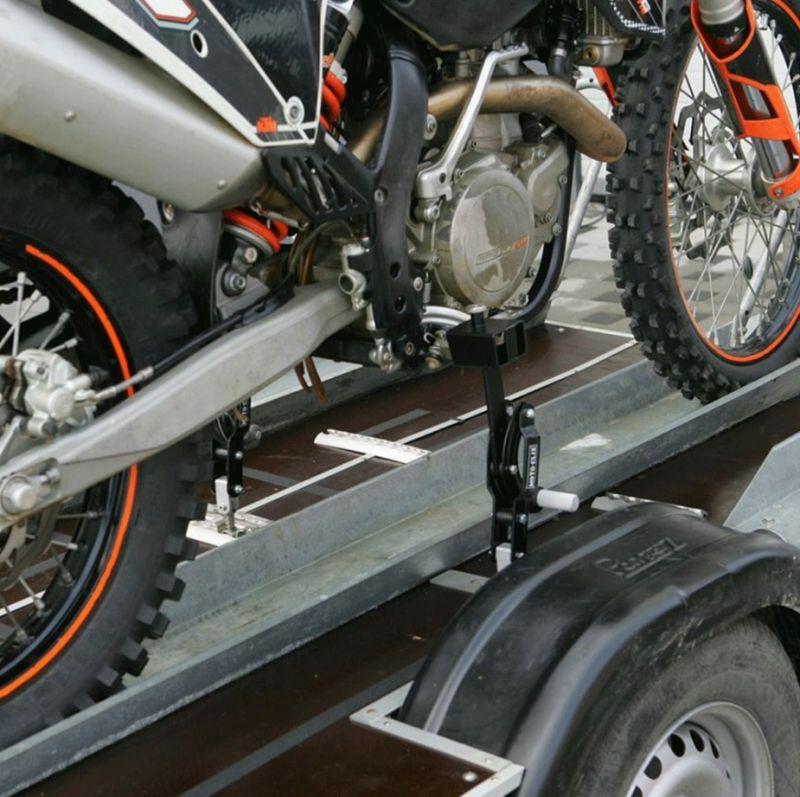 kit fixation moto clix pour transport de moto tout terrain atelier stand sur la b canerie. Black Bedroom Furniture Sets. Home Design Ideas