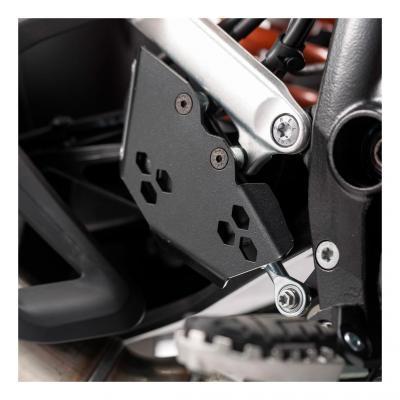 Protection de maître cylindre SW-MOTECH noir KTM 1050 / 1190 / 1290 Adventure