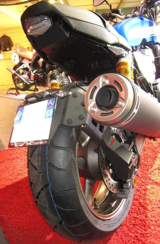 Support de plaque déporté Access Design pour Yamaha XJR 1300 99-16